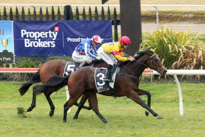 Wet track specialist extends record at Rotorua
