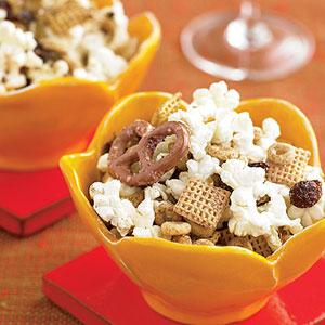 Sweet & Spicy Popcorn Snack Mix Recipe